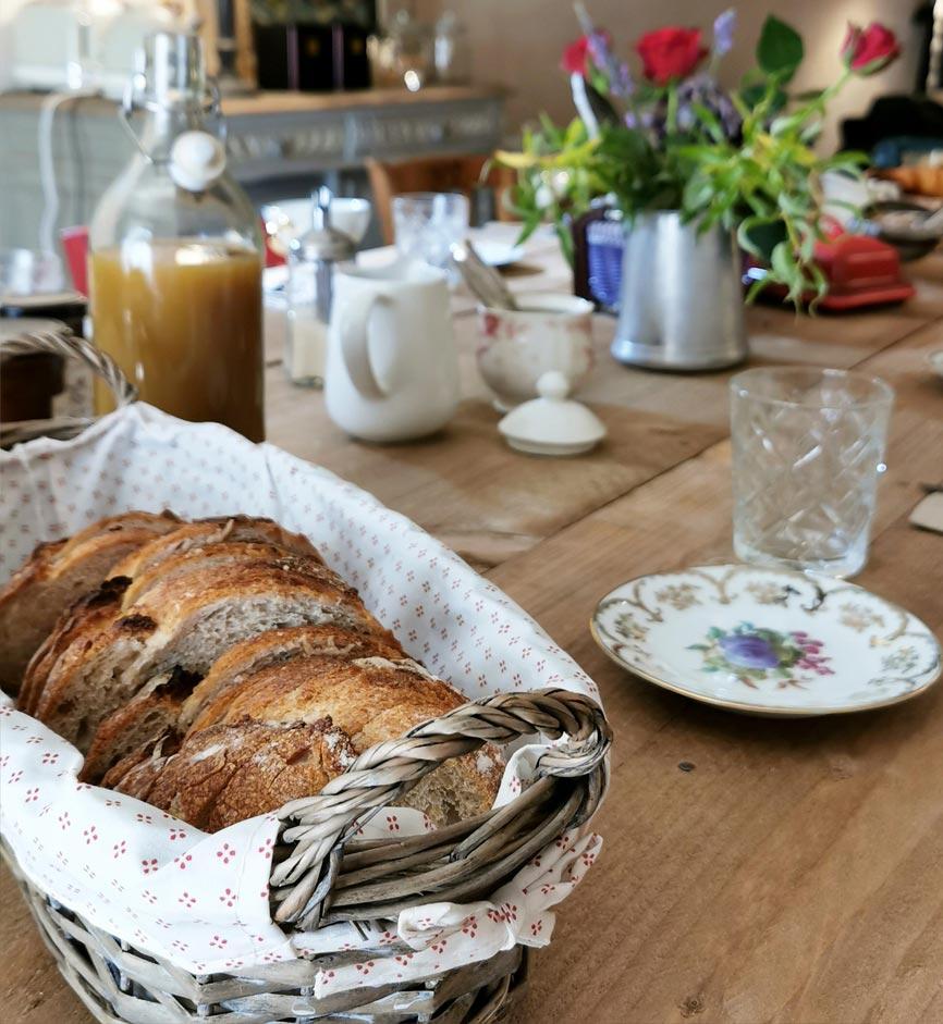 Petit déjeuner gourmand - Chambres d'hôtes Anjou Val de Loire - Quatre chats sous un pin
